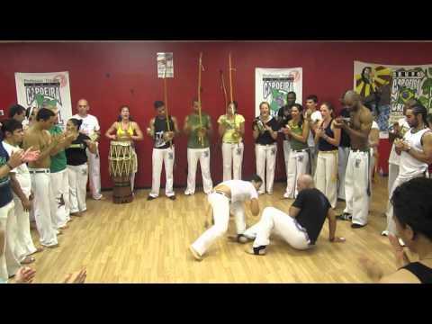 Capoeira Brasil Tempe grubundan 1 saatlik roda videosu